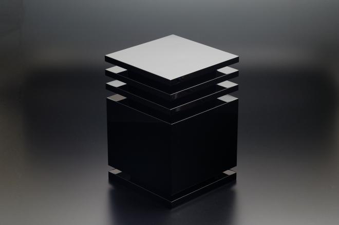 Ettore Sottsass, Box 'Utsusemi', design 2002, manufactured 2007 for MaruTomi, Japan. Urushi lacquer, black (roiro finish). Photo: Kinoshita Yasuhiko